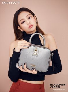K pop girl group Black Pink is the latest group to endorse the fashion accessory brand Saint Scott. The girls look amazing for their campaign photos. Black Pink is a South Korean girl group formed in 2016 by YG Entertainment. Blackpink Jennie, Kpop Girl Groups, Korean Girl Groups, Kpop Girls, Blackpink Lisa, Yg Entertainment, Super Junior, Square Two, Jenny Kim