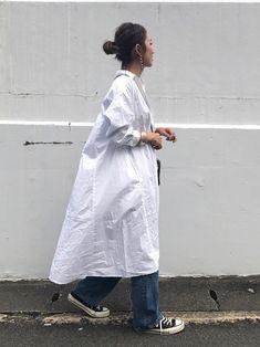 スポーティーコーデ49選♪参考になるおしゃれ上級者スタイルを大公開! | folk Hijab Fashion, Korean Fashion, Boho Fashion, Fashion Outfits, Womens Fashion, Spring Summer Fashion, Spring Outfits, Japanese Minimalist Fashion, White One Piece