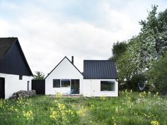Scandinavian homes exterior design ideas for a two story exterior in other fascinating fresh cottage scandinavian . scandinavian homes exterior Design Exterior, Modern Exterior, Bungalow Exterior, Cottage Exterior, Black Exterior, Farmhouse Remodel, Decoration Inspiration, Garden Inspiration, Metal Roof