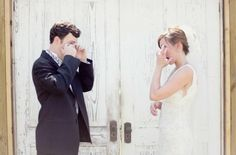 'First look' de los #novios.. Awww! / Emotional first look #weddings