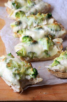 Chicken Alfredo Garlic Bread Pizza #appetizer #gameday