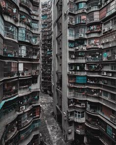 paisaje urbano My grey dystopia with little color. Kowloon Walled City, Cyberpunk City, Futuristic Architecture, Urban Architecture, Slums, Urban Photography, Urban Landscape, Landscape Art, Brutalist