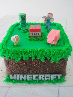 Minecraft grass block birthday cake - Oreo and Teddy Graham crumbs Less figures on top. Skarlett instead of minecraft. Minecraft Torte, Minecraft Pasta, Minecraft Birthday Cake, Diy Birthday Cake, Birthday Fun, Birthday Parties, Minecraft Cupcakes, Birthday Ideas, Birthday Cakes For Boys