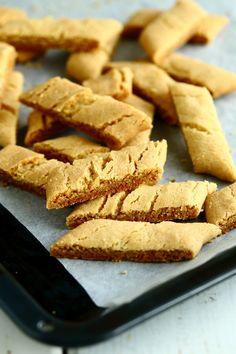 Yksi parhaista - Wilhelmiina-keksit munattomina - Suklaapossu Holiday Appetizers, Holiday Recipes, Easy Baking Recipes, Piece Of Cakes, Cooking Time, Sweet Treats, Tart, Sweets, Bread