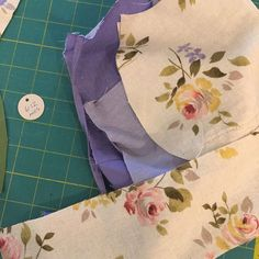 I found this gorgeous floral linen in a skirt at the thrift store. I'm having fun finding good pairings for it and cutting up bonnets. If you love it and want to get a particular size, DM me. I want to make everyone happy, but when it's gone, it's gone!  #etsy  #babybonnet #handmade #babyshower #repurposed #upcycle #modernbonnet #trendy_tots #fashionblogger #lavendar #lilac #mossgreen #floral #evedeso #eventdesignsource - posted by ReinVintage Treasures…