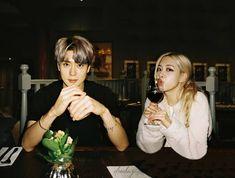 Kpop Couples, Cute Couples, Foto Rose, Preety Girls, Lisa Bp, Bts Aesthetic Pictures, Jennie Kim Blackpink, Rose Park, Jung Jaehyun