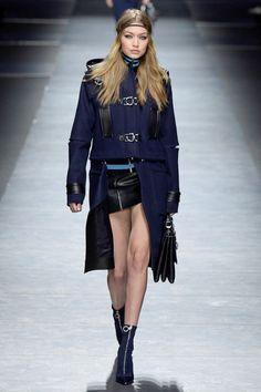 Versace Fall 2016 Ready-to-Wear Fashion Show
