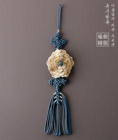 Kimono Fashion, Lolita Fashion, Korean Traditional, Traditional Art, Tassel Necklace, Crochet Necklace, Korean Jewelry, Insect Jewelry, Handicraft