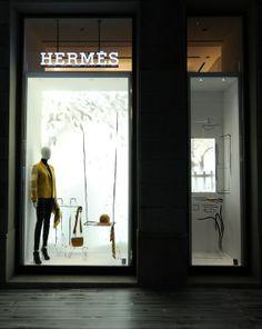 Hermés Milano, arriving home, pinned by Ton van der Veer