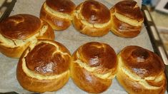 Sweet buns with sugar bowls ! I made a bunch of buns with sugary milk and they were fantastic and fluffy ! Try them too ! Ingredients 1 sugary milk kg flour - Greek Sweets, Greek Desserts, Greek Recipes, Low Calorie Cake, Greek Cookies, Easter Dishes, Cake Recipes, Dessert Recipes, Sweet Buns