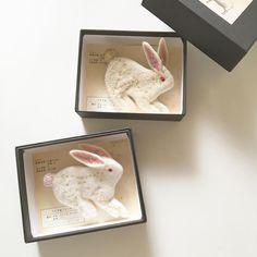②うさぎ座のブローチ #フェルト #うさぎ #うさぎ座 #ブローチ #rabbit #brooch #felt #feltworks #JAMPOT天体観測展 #instalike #instagood #ff #ヒツジフエルト縮絨室 #ヒロタリョウコ
