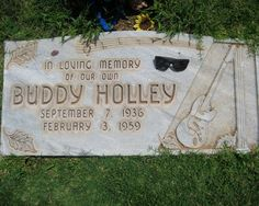 Buddy Holly -(born as Charles Hardin Holly) Rock-in-Roll musician, singer, and songwriter. Buried at the City of Lubbock Cemetery, Lubbock, TX. Cemetery Headstones, Old Cemeteries, Cemetery Art, Graveyards, Monuments, Famous Tombstones, Lubbock Texas, Famous Graves, Buddy Holly