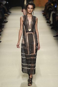 Alberta Ferretti Spring 2016 Ready-to-Wear Fashion Show - Blanca Padilla