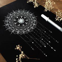 gorgeous mandala black paper w/white ink Mandala Doodle, Mandala Art Lesson, Mandala Artwork, Mandala Dots, Mandala Painting, Mandala Drawing, Mandala Tattoo, Zentangle Drawings, Art Drawings