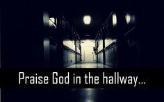 praise-god-in-the-hallway.jpg (900×562)
