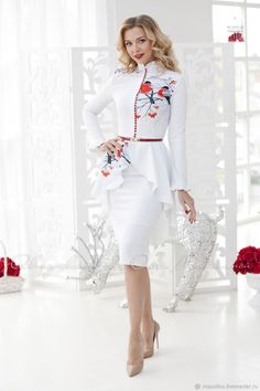 Elegant two-piece suit February Consists of a jacket with lush peplum and pencil skirt! Print with bullfinchs Pencil Dress Outfit, Pencil Skirt Casual, Pencil Skirt Outfits, High Waisted Pencil Skirt, Pencil Skirts, Dress Outfits, Fashion Dresses, Pencil Dresses, Fashion 2018