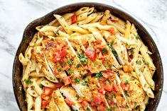 Creamy Southwest Chicken Alfredo Recipe on Yummly. Pollo Alfredo, Chicken Alfredo, Fun Cooking, Cooking Recipes, Keto Recipes, Healthy Recipes, Healthy Options, Vegetarian Recipes, 5 Ingredient Dinners