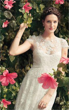Monique Lhuillier dress and easy beach wedding ideas! #weddingchicks http://www.weddingchicks.com/2014/07/04/free-seahorse-monogram/