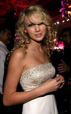 Taylor Swift Photos - CMA Music Festival - Day 4 - Zimbio