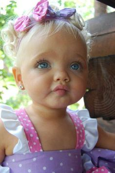 How freaking adorable? Blonde hair blue eyed babies are the prettiest