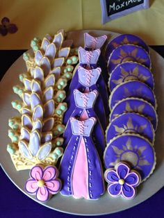 tangled cookies Rapunzel Birthday Party, Disney Birthday, 4th Birthday Parties, Princess Birthday, Birthday Fun, Birthday Party Decorations, Tinkerbell Party, Party Centerpieces, Craft Party