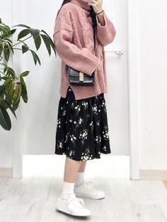 Korean Fashion Trends you can Steal Designer Fashion Tips « ellee. Frock Fashion, Modest Fashion, Skirt Fashion, Hijab Fashion, Fashion Outfits, Fashion Tips, Korean Fashion Trends, Korean Street Fashion, Korea Fashion