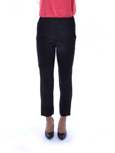 Vkusné dámske nohavice v obľúbenom strihu a dizajne. Nohavice Ease 2 sú z pohodlného a príjemného materiálu - skvelá voľba do každého šatníku. JUSTPLAY je správna voľba.