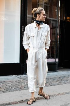 Copenhagen Streetstyle.Closed Linen Mix Jumpsuit. Jumpsuit made of a light and washed linen cotton mix with twill structure. Zip, decorative seams at slightly overlapping shoulders, 7/8 sleeves with buttoned cuffs.