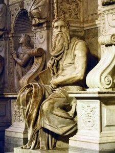 El Moisés es una de las esculturas más famosas de Miguel Ángel. Es parte de la tumba que se encuentra en San Pietro in Vincoli, en Roma, fue construida en 1505, a partir de mármol, por encargo para el sepulcro del Papa Julio II.