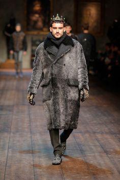 Byzantine References: Luxury, exclusivity, sumptuous fabrics, jewels, silhouettes. Dolce & Gabbana Gallery Passerella Sfilata Uomo – Autunno Inverno 2014 2015