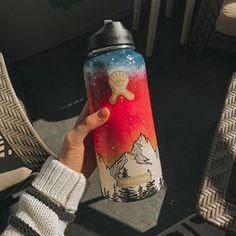 hydroflask paintings!! (@paintforswazi) • Instagram photos and videos Water Bottle Art, Water Bottle Crafts, Cute Water Bottles, Best Water Bottle, Hydro Painting, Bee Painting, Turtle Painting, Yellow Painting, Custom Hydro Flask
