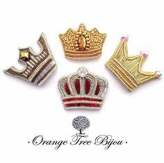 """108 Likes, 7 Comments - БРОШИ, СЕРЬГИ, КОЛЬЕ (@orange_tree_bijou) on Instagram: """"Обожаю эти миниатюрные брошки-короны, они выглядят как самое настоящее драгоценное ювелирное…"""""""