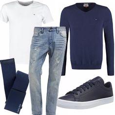 Un incontro veloce, qualche chiacchiera e poi via...ecco come lo immaginerei vestito. Un look casual ma sexy, jeans e t-shirt bianca indossata sotto ad un maglione con collo leggermente a V. Cinta in tessuto e sneakers ai piedi.
