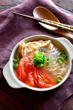 サラチキ&トマトのあごだし春雨スープ レシピブログ Thai Red Curry, Japanese, Ethnic Recipes, Food, Japanese Language, Essen, Meals, Yemek, Eten