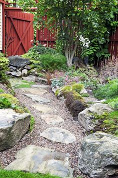 50 Very Creative And Inspiring Garden Stone Pathway Ideas A stone pathway in your garden can add texture and visual interest, whether it leads one to a destination or is just used for aesthetics. Zen Garden Design, Cottage Garden Design, Landscape Design, Backyard Cottage, Cottage Gardens, Flagstone Pathway, Pathway Stone, Garden Stepping Stones, Garden Route