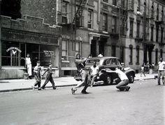 Stickball, New York, 1950. Arthur Leipzig.