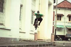 BMX TRICKSTER http://streets-united.com/blog/asian-bmx-freestyler/