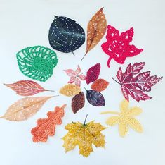 """Alex from Vienna auf Instagram: """"Today i've painted on some fallen leafes and crocheted some of them 🍂 to make a autumn garland (i will show you soon) #crochet #crocheting…"""" Fall Garland, Crochet Leaves, Vienna, Crocheting, Rooster, Unicorn, Xmas, Tapestry, Autumn"""