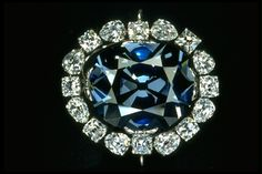 Diamond Gemstones The Hope Diamond once known as the French Blue. It was part of the French Crown Jewels and worn by Marie Antoinette Hope Diamond, Diamond Cuts, Marie Antoinette, Diamond Gemstone, Diamond Jewelry, Diamond Pendant, Luis Xiv, Royal Jewelry, Women Accessories