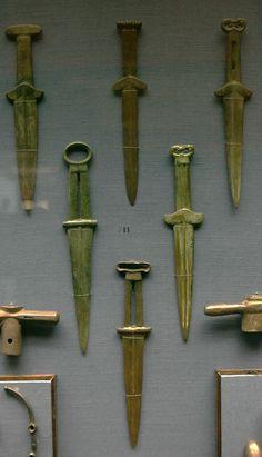 Scythian Akinaks Ancient Egyptian Art, Ancient History, Martial Arts Weapons, Ukraine, Swords And Daggers, Bronze Age, Bronze Sculpture, Archaeology, Egyptians