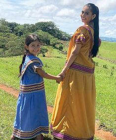 Glass Frog, Child And Child, Traditional Outfits, Sari, Culture, Photo And Video, Children, Instagram Posts, Videos