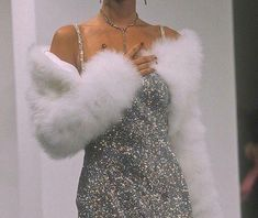 How much Glamour can you handle? Curious to see what her hair looks like? *Head* on over. Look Fashion, 90s Fashion, High Fashion, Fashion Outfits, Fashion Clothes, Fashion Ideas, Chanel Fashion, Fashion Vintage, Dress Fashion