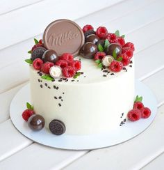 Fruit Cake Design, Fresh Fruit Cake, Torte Cake, New Cake, Blueberry Cake, Strawberry Cakes, Little Cakes, Cake Decorating Tips, Drip Cakes