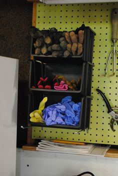 Without an appropriate organization of the garage it is hard to use the space. Read this article for advice to clear clutter and use garage organizers. Garage Workshop Organization, Diy Garage Storage, Workshop Storage, Diy Organization, Organizing Ideas, Workshop Ideas, Plan Garage, Garage Shed, Garage Tools