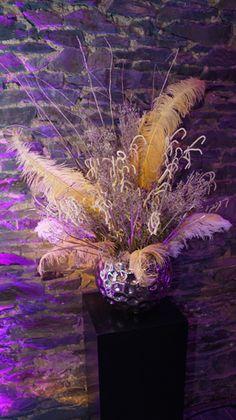 Blumendekoration. Eventdekoration. Gesteck. Prunkvoll. Weiß. Lichtelemente. Event. Design. WOW Events.