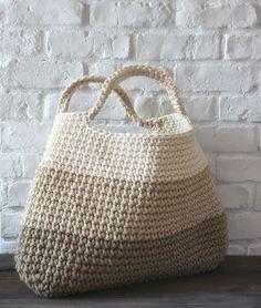 crochet basket/bag using tshirt yarn Bobbiny Crochet Diy, Crochet Tote, Crochet Handbags, Crochet Purses, Love Crochet, Beautiful Crochet, Crochet Crafts, Crochet Projects, Learn Crochet