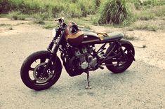 Honda CB750 cafe racer_Fotor