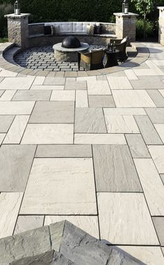 This backyard patio design is inspired by our aberdeen patio slab. This large and modern patio slab adds visual appeal to any outdoor space. Concrete Patios, Patio Slabs, Patio Tiles, Brick Patios, Patio With Pavers, Outdoor Patio Pavers, Stone Patios, Brick Paver Patio, Patio Stone