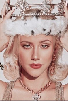 Betty Cooper Riverdale, Lili Reinhart And Cole Sprouse, Betty & Veronica, Cheryl Blossom, Beautiful Celebrities, Woman Crush, Pretty People, Pretty Woman, Instagram Fashion