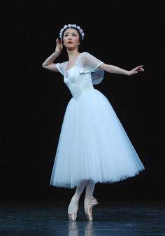 """"""" Yuhui Choe in Mikhail Fokine's """"Les Sylphides"""" - The Royal Ballet """""""